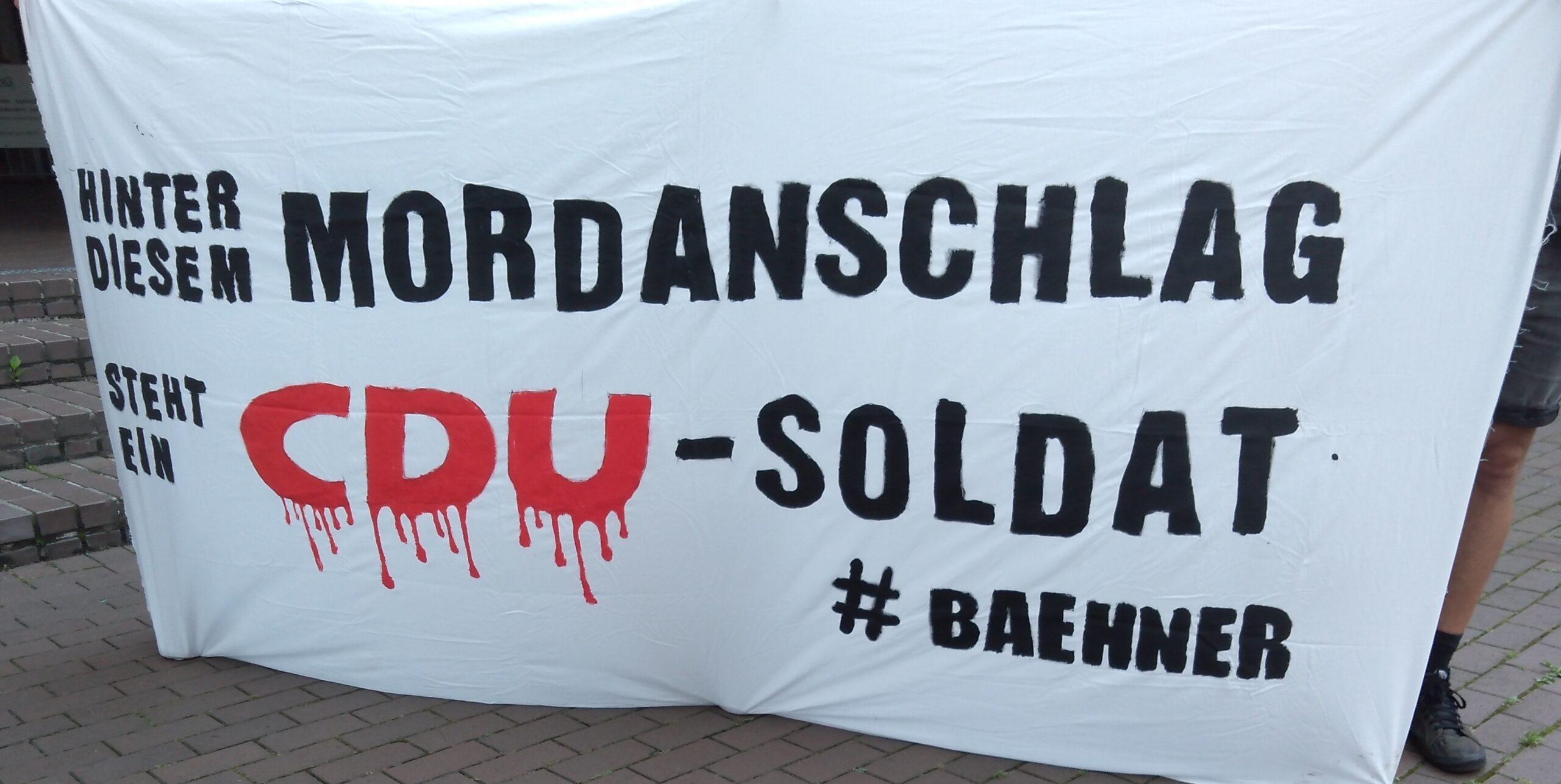 Doku: Tatort Porz Kundgebung vor dem Landgericht in Köln